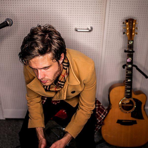 acoustic-singer-greg-1